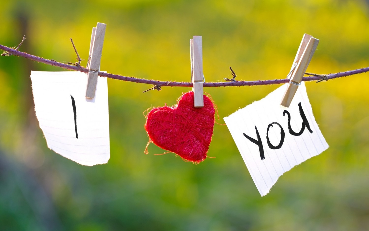 I heart you hanging Happy Valentines Day 2015 Wallpaper