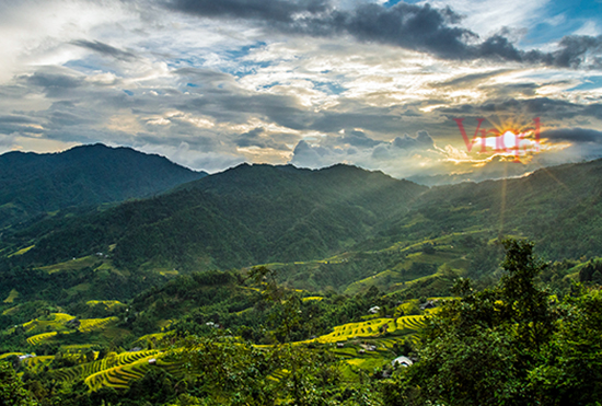 thung lũng ruộng bậc thang trải rộng đẹp mê hồn