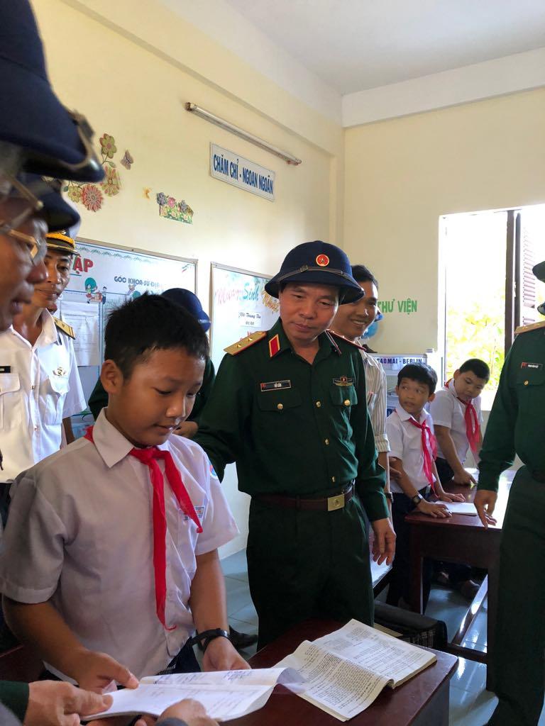 Đoàn công tác của TCCT thăm, kiểm tra, làm việc tại quần đảo Trường Sa