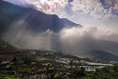 Thung lũng ruộng bậc thang ẩn hiện trong biển mây bồng bềnh